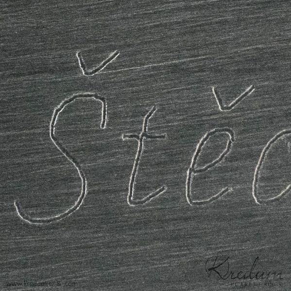 Čárou - Rytí nápisů do šperků řízeno počítačem - jednoduchá čára