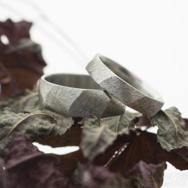 Random hrubý mat - Snubní prsten z nerezové oceli