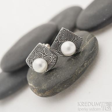 Raníčky - kolečka - zatmavené - Kované damasteel náušnice a bílé perly