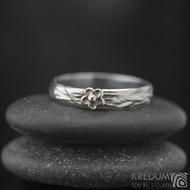 Gordik flower Au do 5 mm - Motaný snubní prsten nerezový se zlatou kytičkou
