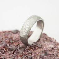 Rocksteel a čirý diamant 2,3 mm - 55, šířka 6 mm, tloušťka 2 mm, dřevo 75% SV - Damasteel snubní prsteny - et 1737 (4)