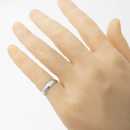 Rocksteel a diamant 1,7 mm - Kovaný zásnubní prsten damasteel - dřevo, světlý - velikost 49; šířka 4 mm - produkt SK2911