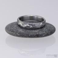 Snubní prsten damasteel - Rocksteel - dřevo tmavé - velikost 53 a šířka 4 mm