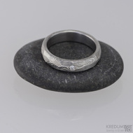 ROCKSTEEL a čirý diamant 1,7 mm - struktura dřevo - Kovaný snubní prsten damasteel
