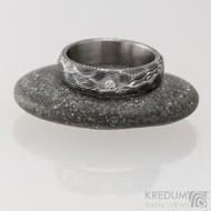 Rocksteel a čirý diamant 1,7 mm, dřevo - Kovaný snubní prsten damasteel, S1643