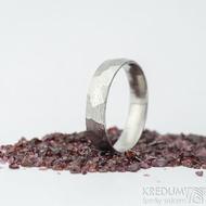 Rocksteel dřevo, lept 50% světlý - velikost 71, šířka 6 mm - Damasteel snubní prsten