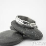 Rocksteel tmavý - velikost 57, šířka 5,3 mm, tloušťka 1,6 mm, dřevo - lept 75% zatmavený - Damasteel snubní prsteny - sk1867 (5)