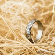 Rocksteel tmavý - velikost 57, šířka 5,3 mm, tloušťka 1,6 mm, dřevo - lept 75% zatmavený - Damasteel snubní prsteny - sk1867 (3)