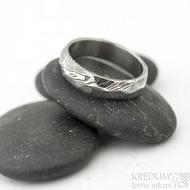 Rocksteel tmavý - velikost 57, šířka 5,3 mm, tloušťka 1,6 mm, dřevo - lept 75% zatmavený - Damasteel snubní prsteny - sk1867 (6)