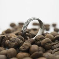 Rocksteel - velikost 55, šířka 4,9 mm, tloušťka 1,6 mm, struktura dřevo, zatmavený, CF - Broušený prsten damasteel - sk2954 (6)