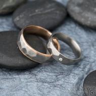 Rocky titan red - vel 63, š 6 mm a Skalák titan 1,7 mm diamant vel 52,5, š 5mm - Zlaté a titanové snubní prsteny - k 1311