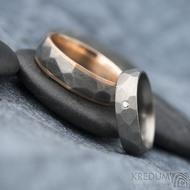 Rocky titan red - vel 63, š 6 mm a Skalák titan 1,7 mm diamant vel 52,5, š 5mm - Zlaté a titanové snubní prsteny - k 1311 (3)