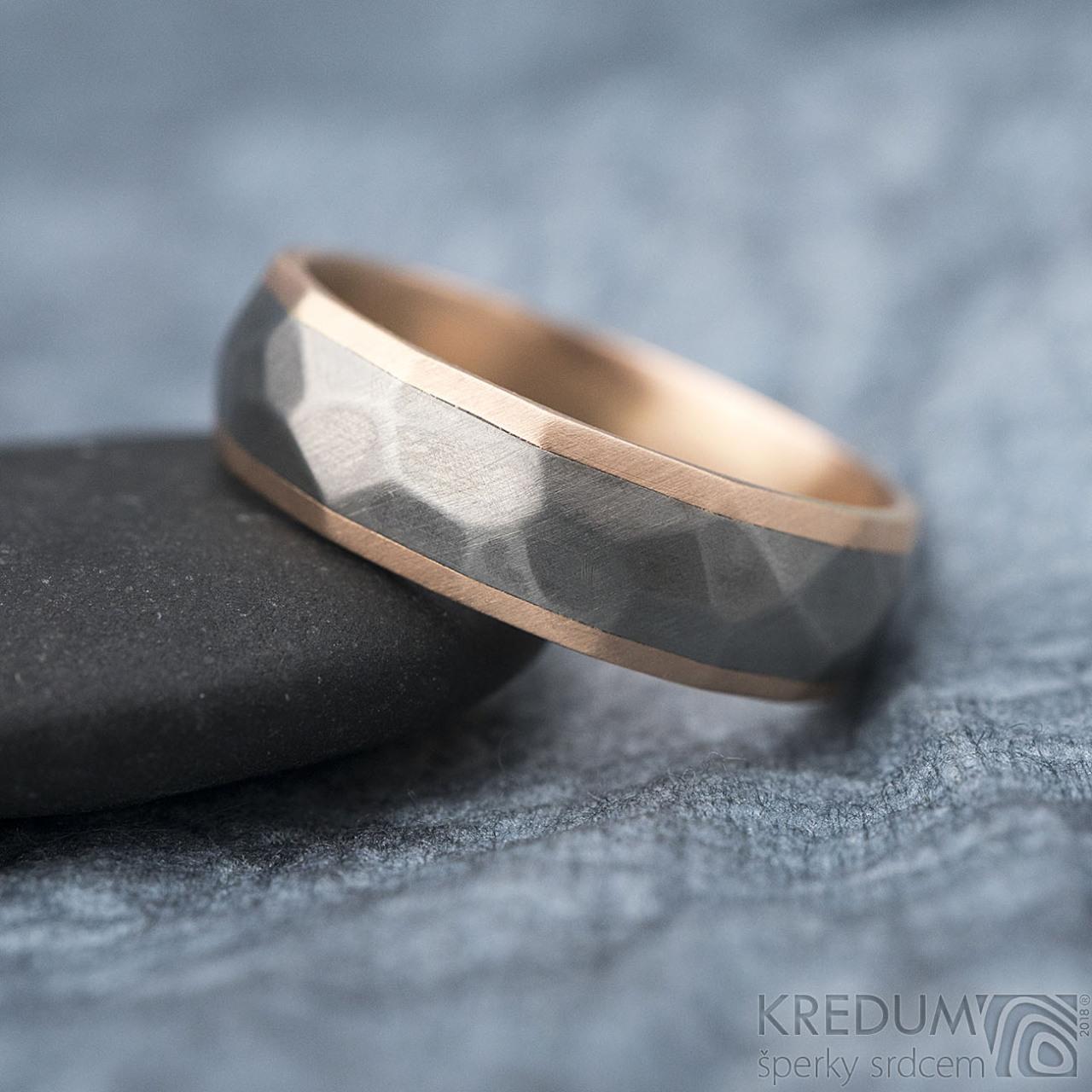 Rocky Titan Red Snubni Prsten Z Titanu A Zlata Vyroba Hand Made