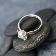 Roots - Stříbrný prsten s perlou, SK1632