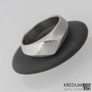 Kovaný zásnubní prsten damasteel - GRADA, čárky  - velikost 52