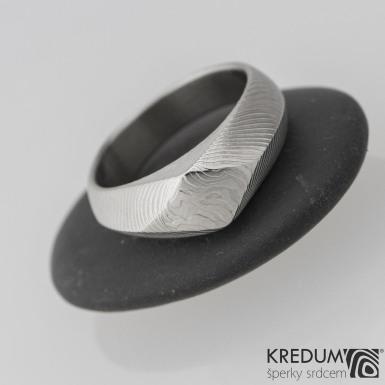 GRADA, čárky  - Kovaný zásnubní prsten damasteel, S2046