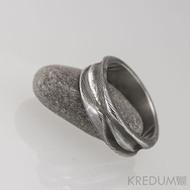 Pán vod - Snubní prsten damasteel, struktura dřevo, pravidelný - S1164