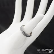 Prima kolečka - Kovaný snubní prsten z oceli damasteel, velikost 56