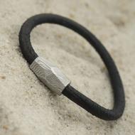 Samuel - kožený náramek černý + Damasteel korálek, struktura dřevo, světlý - produkt SK3088