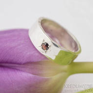 Silver draill a broušený granát 2,8 mm - Stříbrný snubní prsten - SK2792