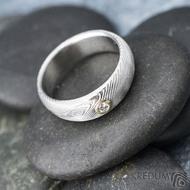 Siona a diamant 2,3 mm do žlutého Au - 46, šířka 5, tloušťka 1,6 - 2,2 , TW - 50%SV - Damasteel snubní prsteny - sk1656 (4)