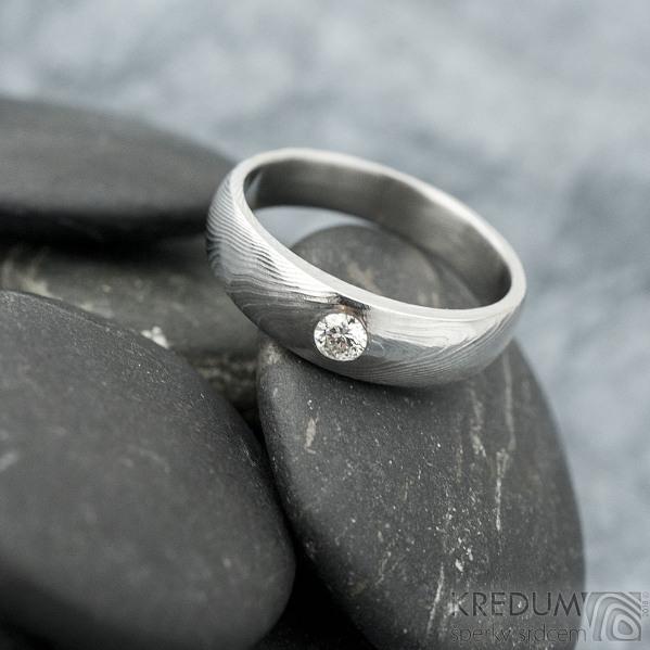 Siona a diamant 3 mm - vel 54,5, šířka hlavy 5 mm do dlaně 4 mm, dřevo - lept 25% sv, B - Damasteel zásnubní prsten - k 1462 (5)