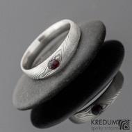 Siona a granát, dřevo - Kovaný snubní prsten z nerezové oceli damasteel