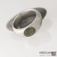 Siona a vltavín, dřevo - Kovaný snubní prsten z nerezové oceli damasteel, velikost 54, šířka hlavy 7,8 mm do dlaně 6 mm, vltavín6,8x7,8 mm, lept 75% SV - S2090