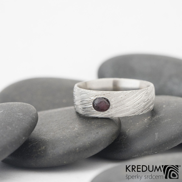 Siona - Damasteel snubní prsten - lept 75 svetly, česky granát, velikost 52, šířka 6 mm