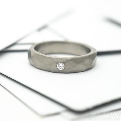 Skalák titan a čirý diamant 2 mm - matný - Kovaný snubní prsten z titanu, SK2148