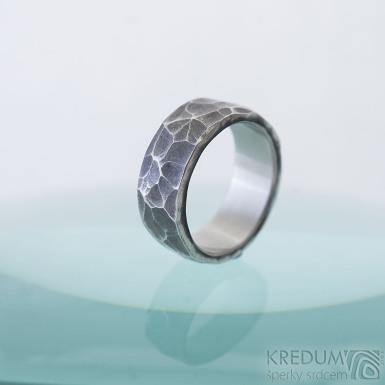 Draill tmavý - Kovaný prsten z nerezové oceli, SK2287