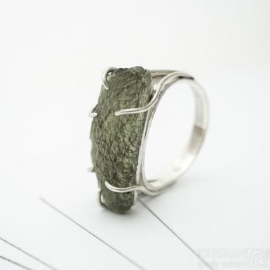 Stříbrný prsten s vltavínem, SK3392
