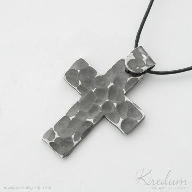 Křížek kovaný tmavý - nerezová ocel - SK4392