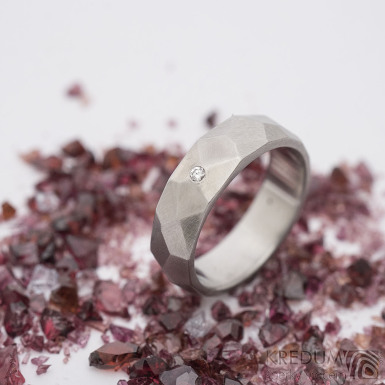 Skalák a čirý diamant 1,5 mm - 48, šířka 5 mm, matný - Broušený snubní prsten z nerezové oceli