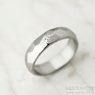 Skalák a čirý diamant 1,5 mm - lesklý - Kovaný nerezový snubní prsten