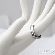 Skalák - lesklý + Moissanite 1,7 mm - Kovaný nerezový snubní prsten - SK1631