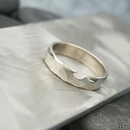 Skalák gold white - lesklý - velikost 55, šířka 4,5 mm, tloušťka 1,3 mm - Zlatý snubní prsten, SK2058 (2)