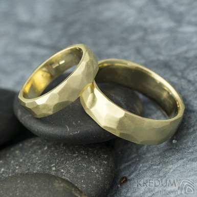 Skalák gold yellow matný - vel 49, š 4,5 mm, tl 1,5 mm  a 60, š 6 mm, tl 1,6 mm, CF - Zlaté snubní prsteny - k 1931 (2)