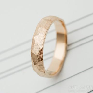 Skalák hrubý mat snubní prsten gold red (5)