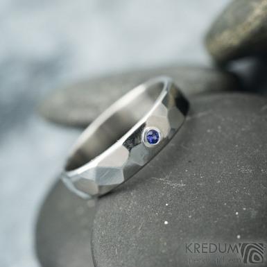Skalák lesklý a safír 1,7 mm do Ag - 50, šířka 4 mm, tloušťka střední - Nerezový snubní prsten - k 1666 (3)