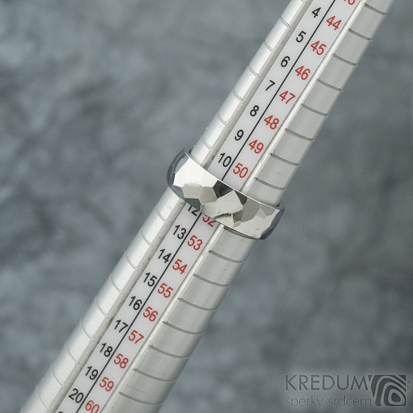 Skalák lesklý - Kovaný nerezový snubní prsten, SK1967