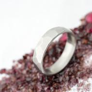 Skalák matný - velikost 56 s vnitřním zaoblením, šířka 5 mm, tloušťka 1,6 mm   - Kovaný nerezový snubní prsten