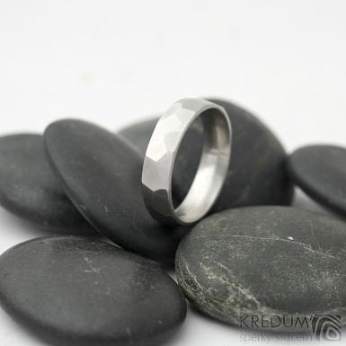 Skalák matný - velikost 56 s vnitřním zaoblením, šířka 5 mm, tloušťka 1,6 mm   - Kovaný nerezový snubní prsten, SK2122 (4)