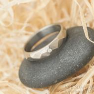 Skalák titan a čirý diamant 1,5 mm - lesklý - velikost 51,5, šířka 4 mm - Titanové snubní prsteny - k 1518