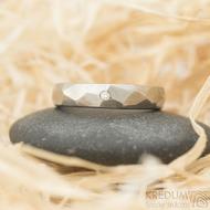 Skalák titan a čirý diamant 1,5 mm - lesklý - velikost 51,5, šířka 4 mm - Titanové snubní prsteny - k 1518 (2)
