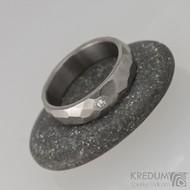 Skalák titan a čirý diamant 1,7 mm - lesklý, vel 54, šířka 5 mm, tloušťka 1,7 mm - Kovaný prsten, S1705