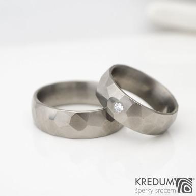 Skalák titan a čirý diamant 2,3 mm - lesklý kovaný titanový prsten