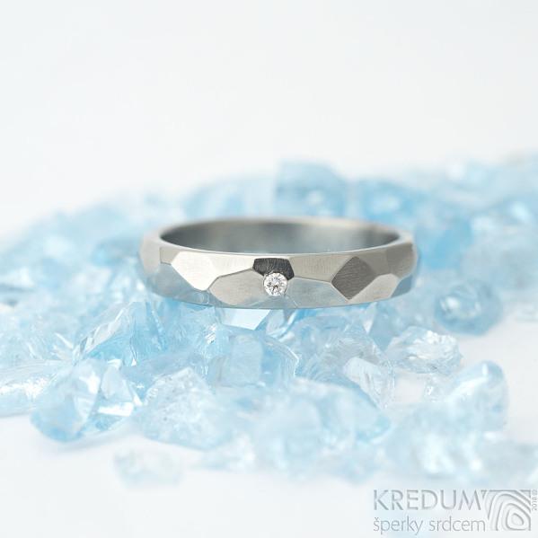 Skalák titan a diamant 1,5 mm - vel 52, šířka 3,5 mm, lesklý - Snubní prsteny z titanu - et 1795 (2)
