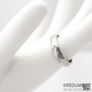Skalák titan a  diamant 1,5 mm - vel 54, šířka 4,2 mm tloušťka 1,6 mm, lesklý - Titanový snubní prsten - sk1430 (4)