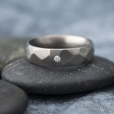 Skalák titan matný a čirý diamant 1,7 mm - Titanový snubní prsten